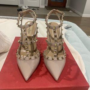 Valentino Garavani Rockstud T Strap Heels 37